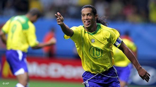 Ronaldinho Gaucho Maior Goleador Brasileiro Em Copas Das Confederacoes Com 9 Gols Comemora O 3º Gol Do Brasi Ronaldinho Gaucho Copa Das Confederacoes Esporte