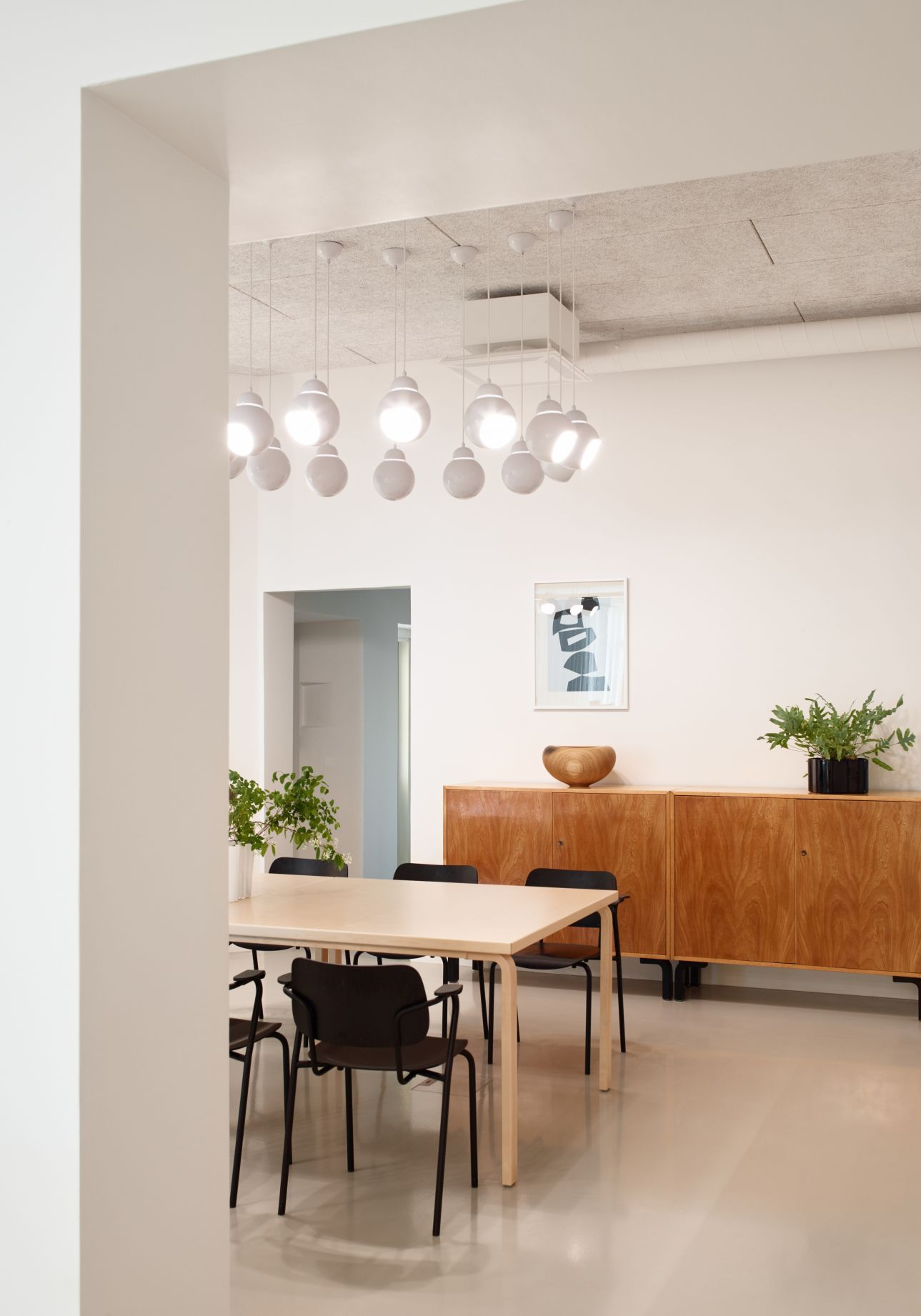 Mitte jahrhundert moderne esszimmer dekor new artek oy office in helsinki  a space for people and products
