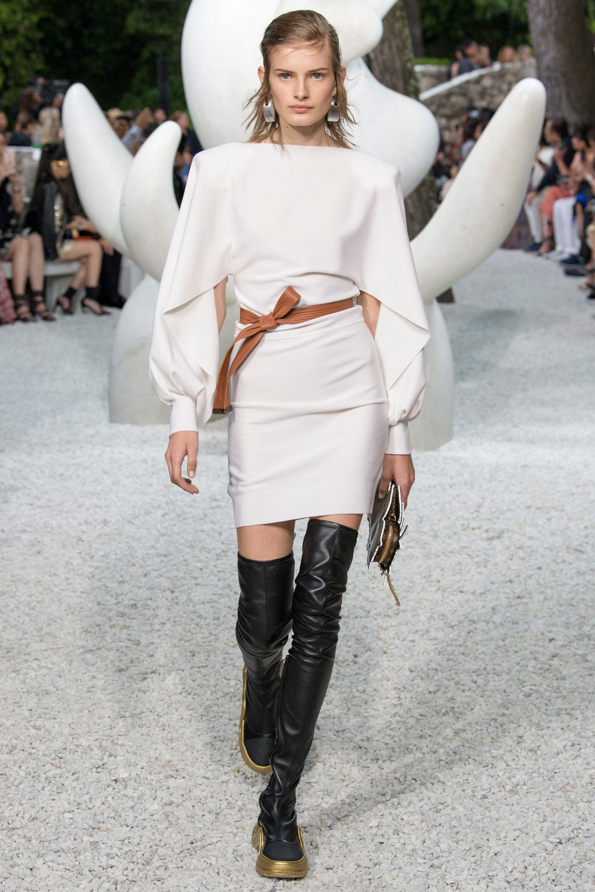 Louis Vuitton Resort 2019 Fashion Show Collection: See the ...