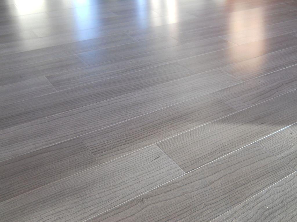 30 Laminate Wood Flooring Design Ideas For Home Interior Inspiration Staining Wood Floors Maple Wood Flooring Maple Hardwood Floors