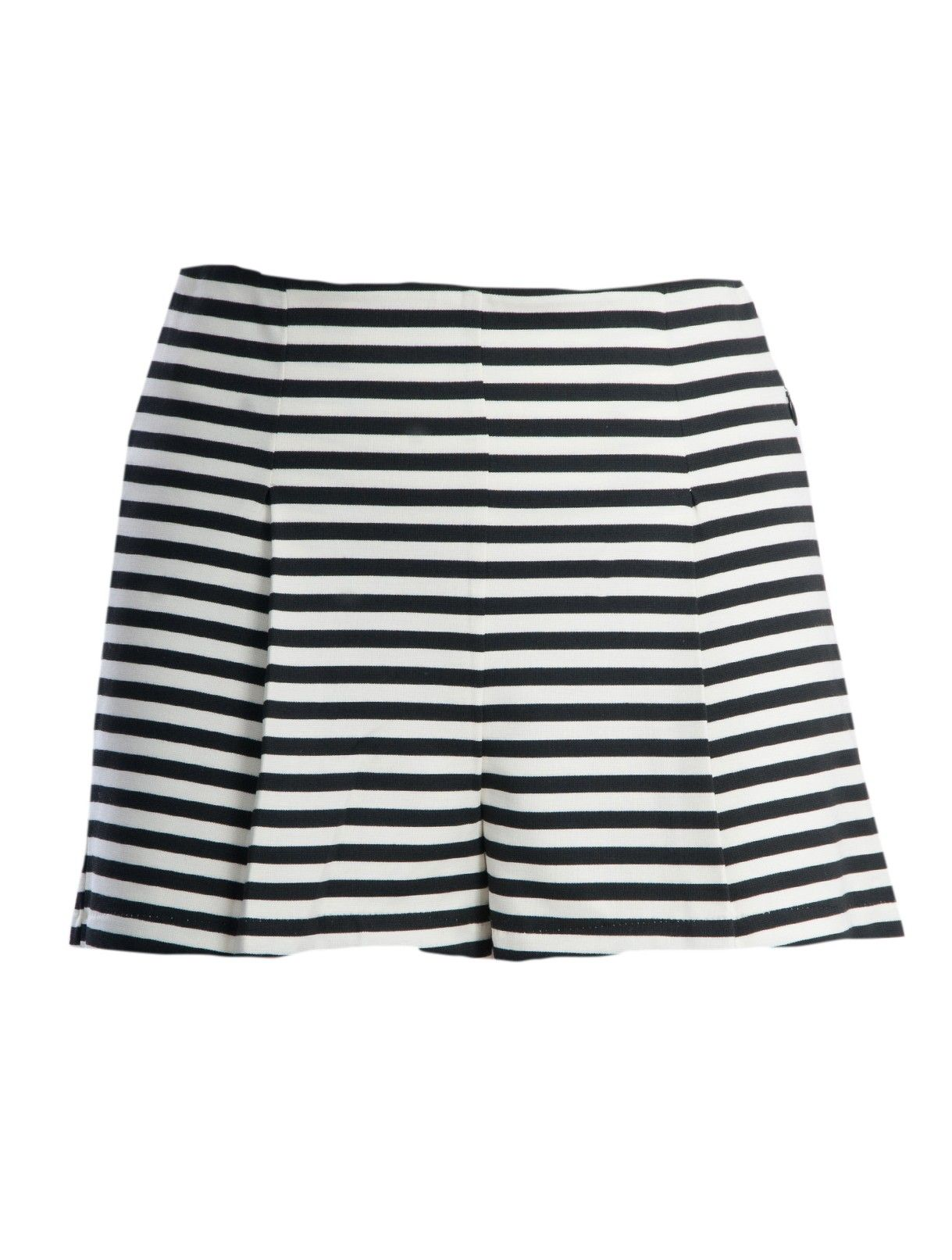 5 KEY PIECES para este Verano:  #2 Shorts | Black and White Shorts en www.styleto.co