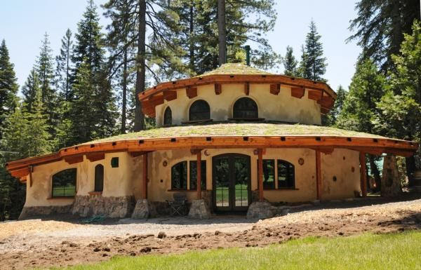 just neat-o. another straw bale home - this one in the round ...