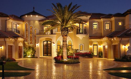 Explore Palm Trees, Custom Homes, And More!