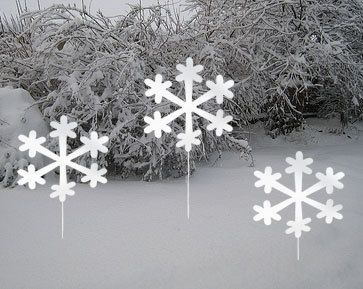 Christmas winter yard decorations. Snowflake. Etsy listing at http://www.