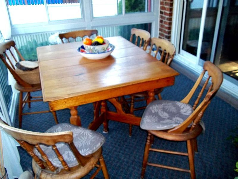 Antique Quebec Pine Table Plus Six Arrowback Chairs On Kijiji Montreal