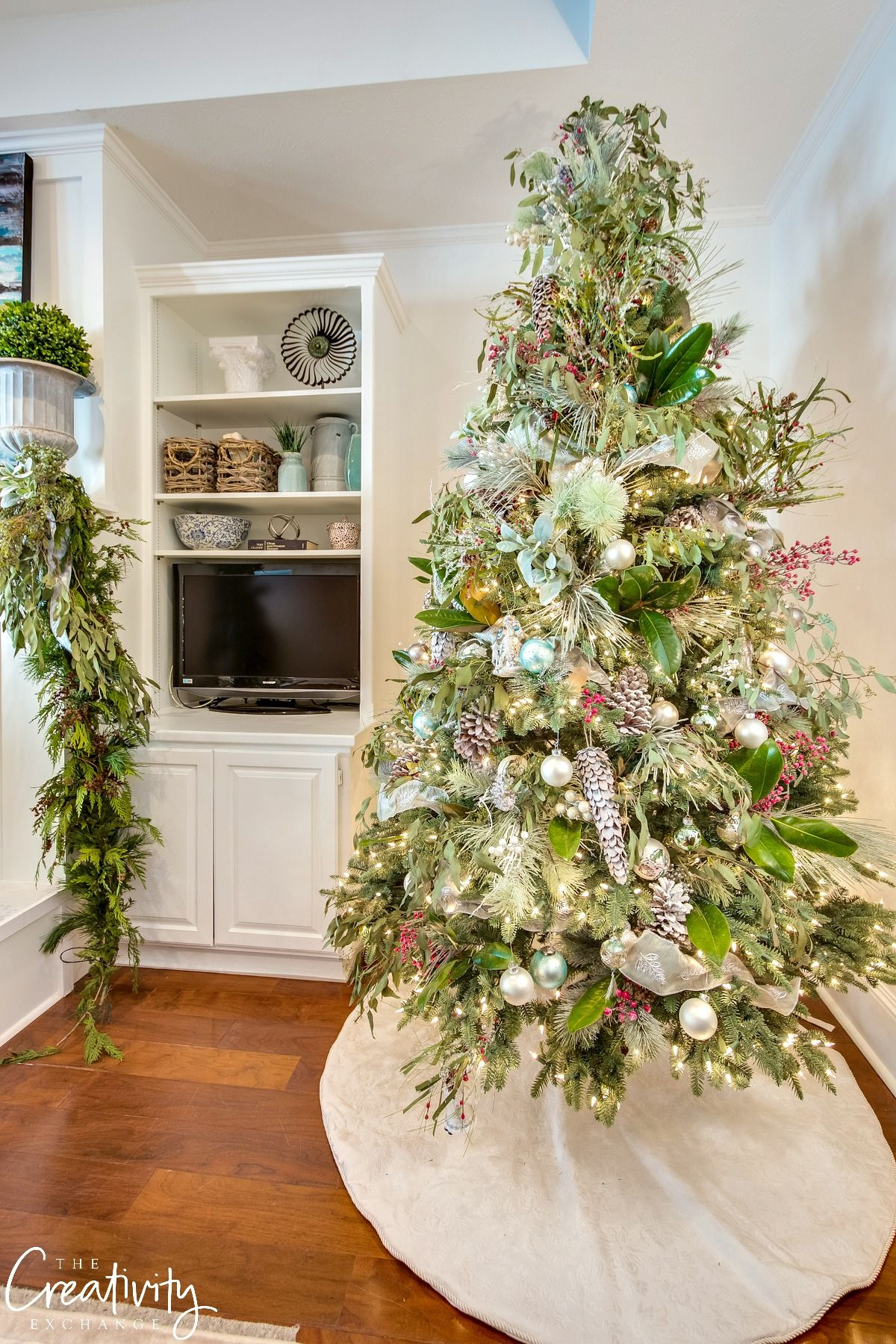 Winter Wonderland Christmas Tree Mixed With Magnolia Leaves And Eucalyptus Christmas Home Christmas Decor Inspiration Country Christmas Decorations