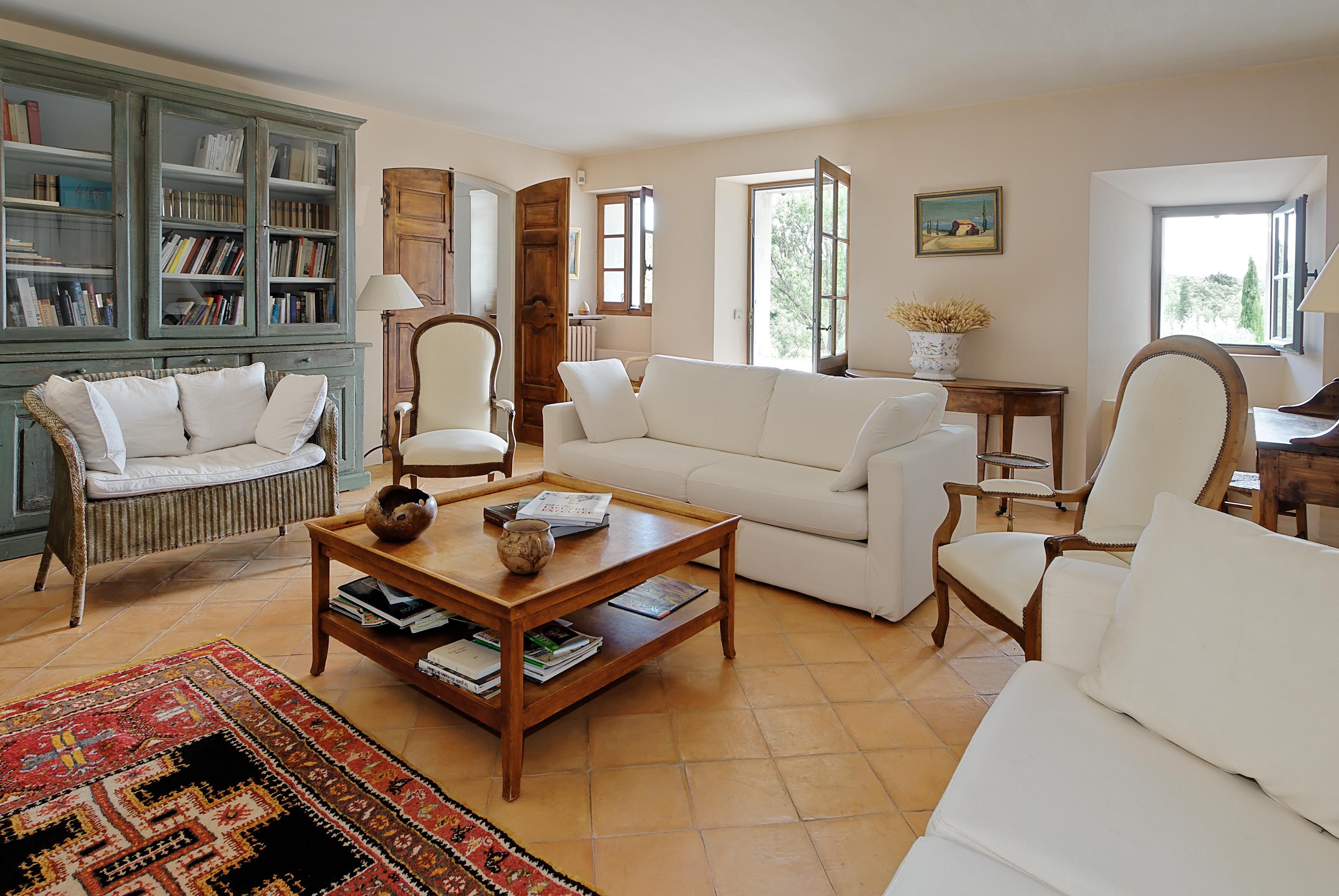 Chic interiors at Villa Le Mas de Caseneuve #Provence