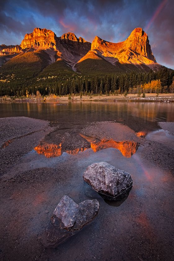 MOUNTAIN PEAKS, CANMORE. CANADA