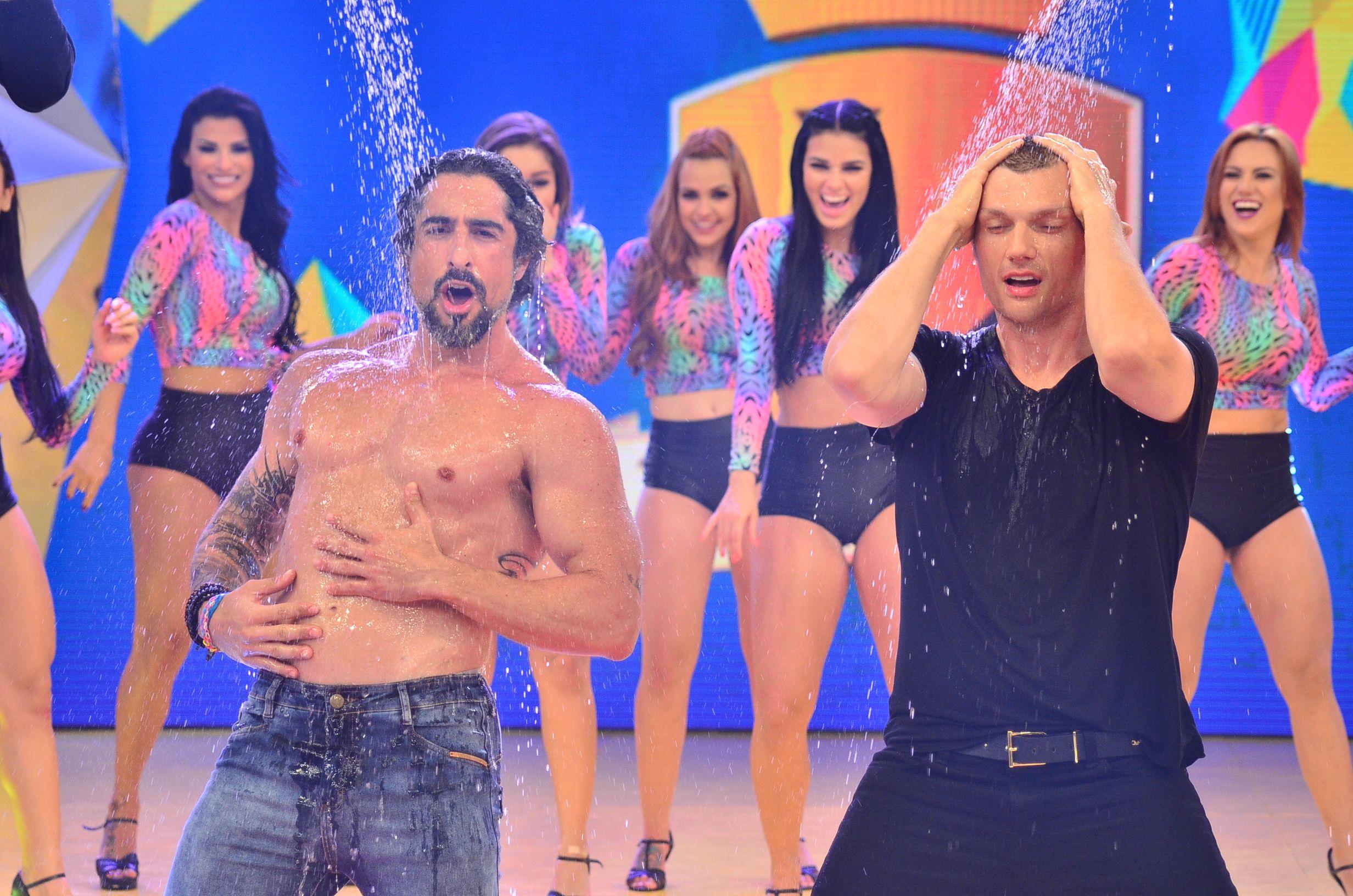 #NickCarter, do #BackstreetBoys, sensualiza em banho no #Legendários