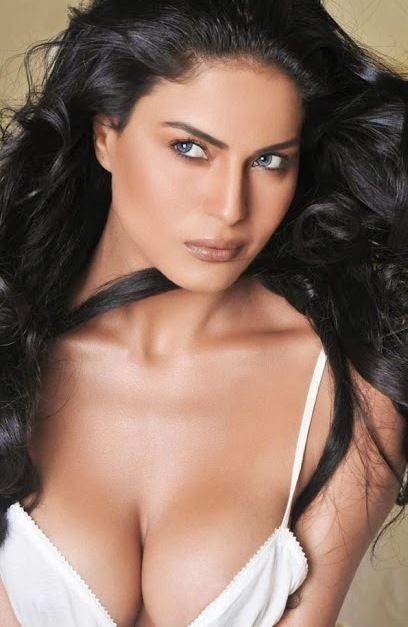 Veena Malik Naked Boobs