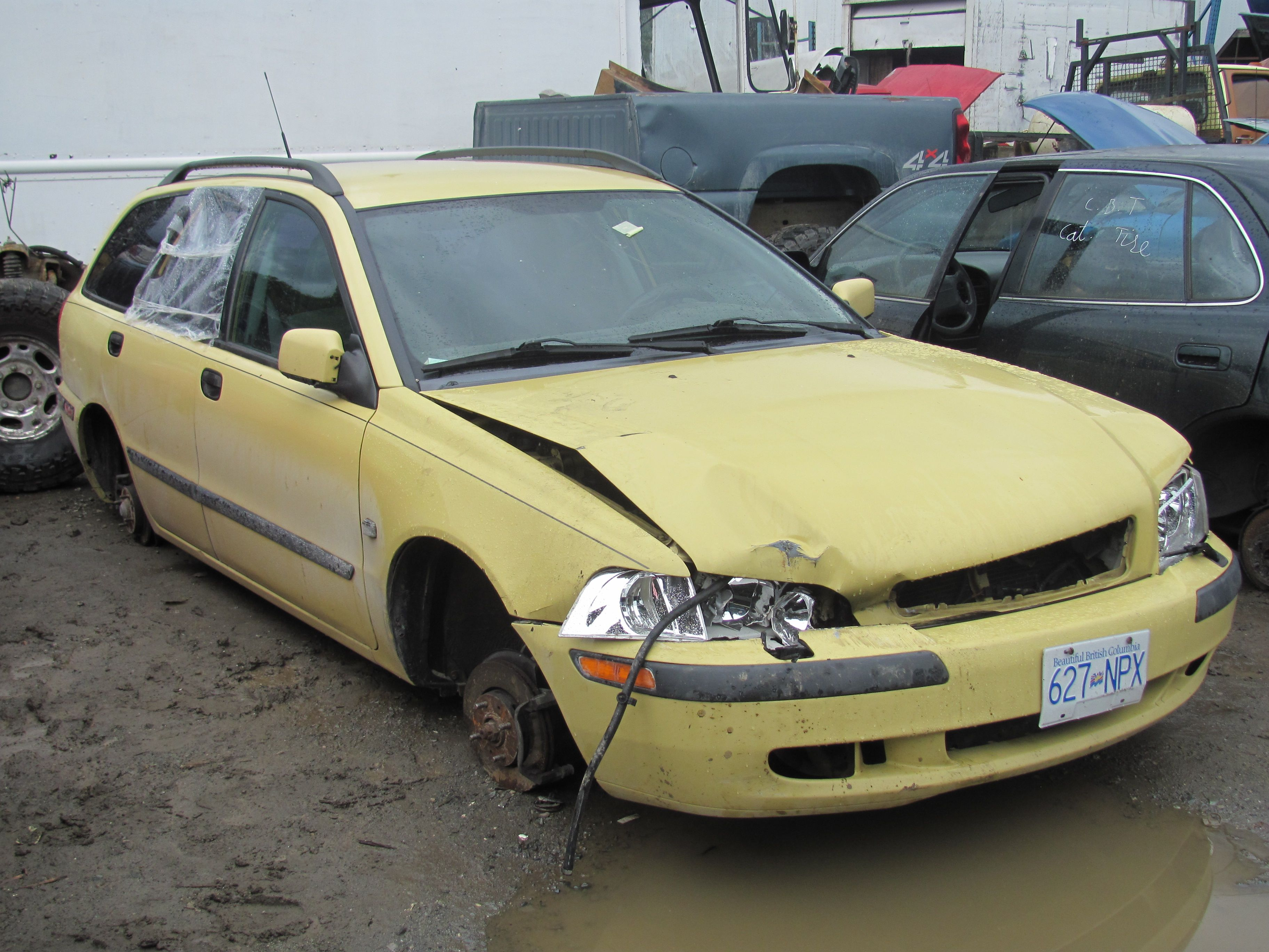 Used 2000 Volvo Parts for sale Motor runs. 34314 Vye Road