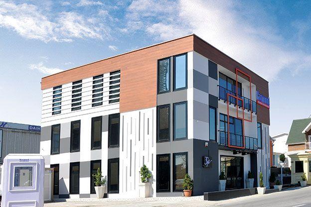 الحمامات المتنقلة حمامات متنقلة عربي حمامات جاهزة كارمود In 2021 Building Multi Story Building Structures