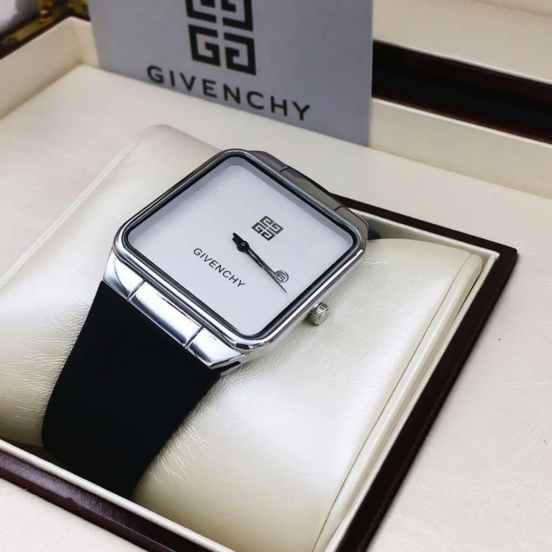 هدايا ساعات رجاليه ونسائيه جفنشي رجالي نوعيه ربل درجه اولى طبق الاصل سعر 190 ريال ربما تحتوي الصورة على نص يقول Gs Given Silver Watch Silver Watches