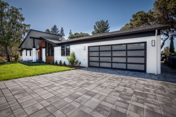 Avbuilders Mid Century Modern Ranch Garage Door Exterior Update Modern Garage Doors Ranch Exterior Garage Door Design