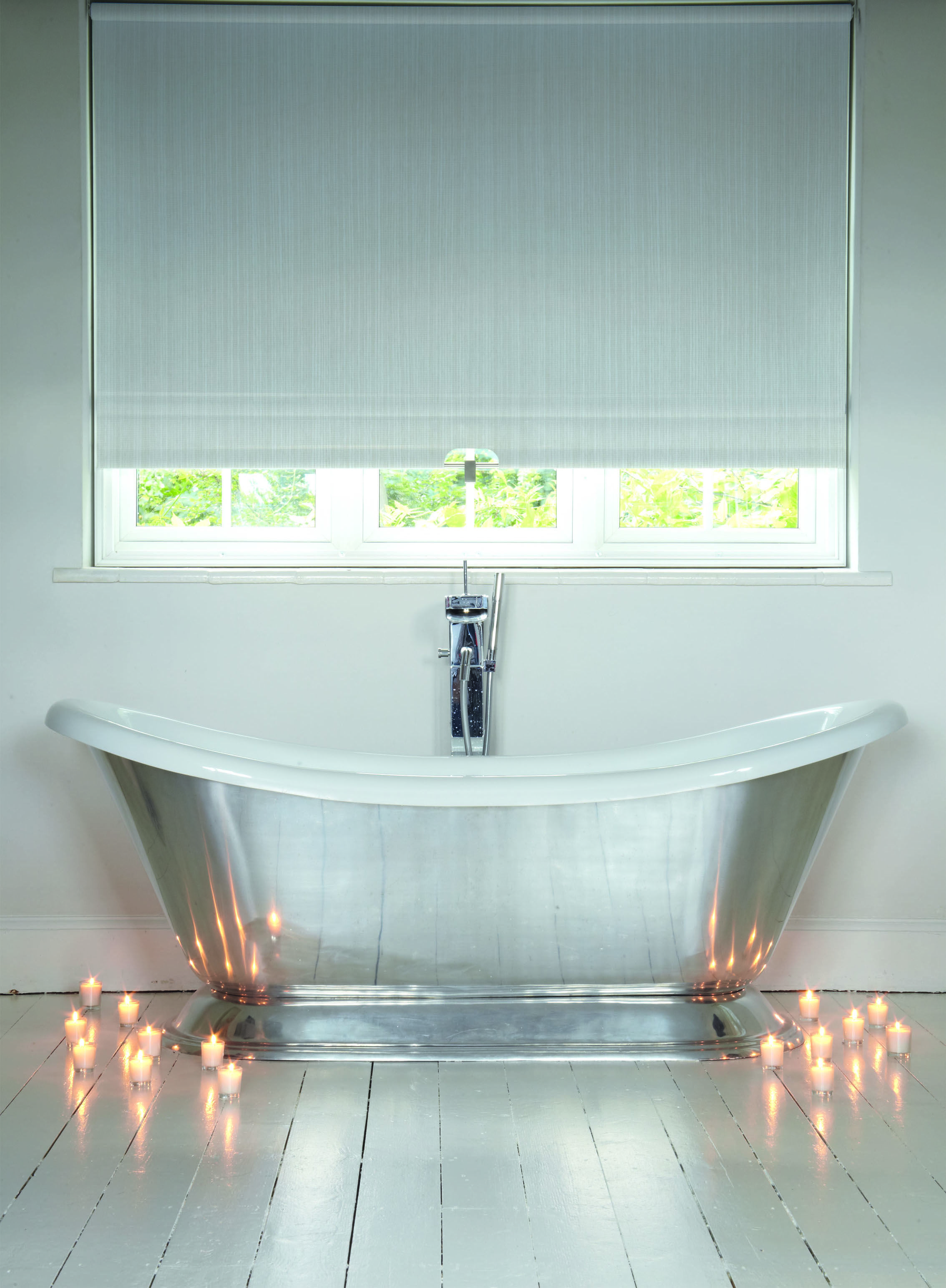 This Stunning Roller Blinds Can Make Any Bathroom Look Fresh And Modern Rollerblinds Whiteblind Relaxing Bathroom Bathroom Windows Bathroom Blinds