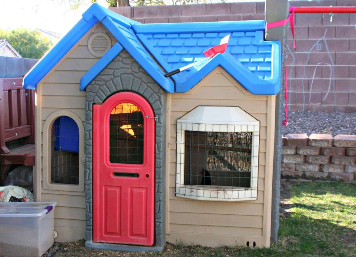 How to transform your little tikes playhouse into a for Little tikes house