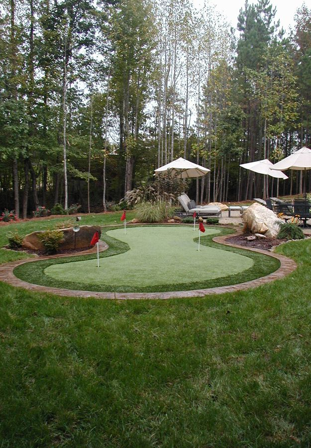Synthetic Putting Greens | Backyard putting green, Green ...