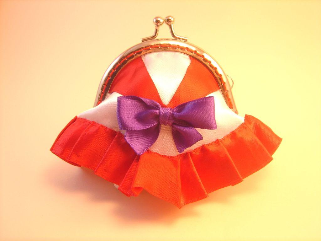Monedero Sailor Mars hecho por Bajo una seta #monedero #sailor moon #coin purse #metal frame #costura #sewing #sailor mars #bajounaseta