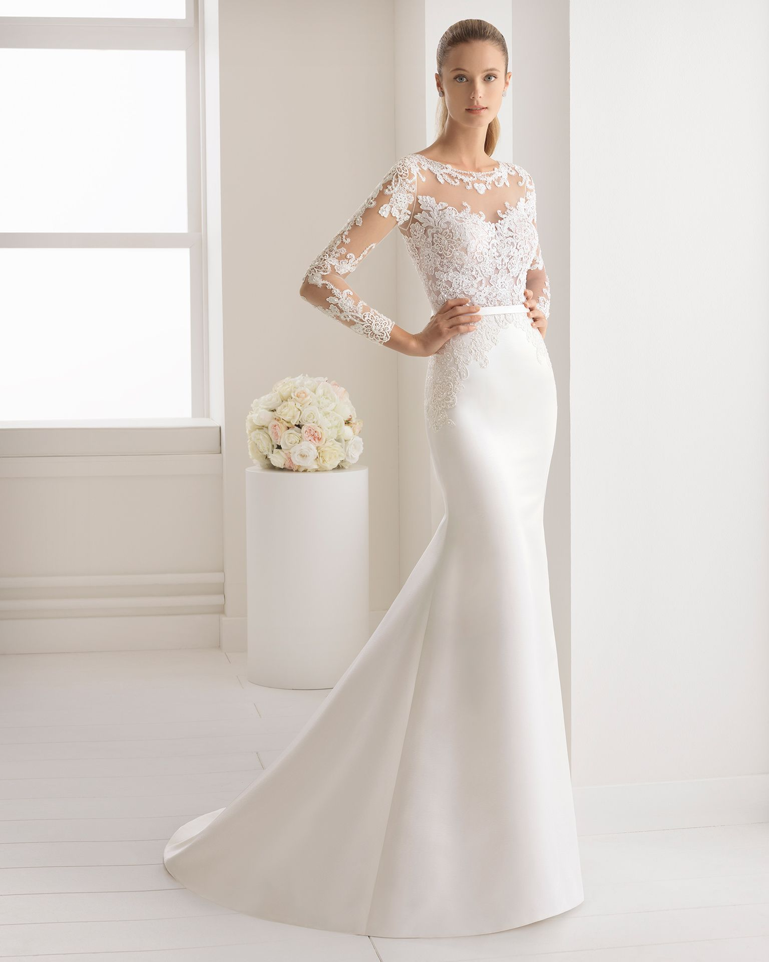 Ivory wedding dresses with sleeves  Vestido de novia corte sirena en raso duquesa encaje y pedreria de