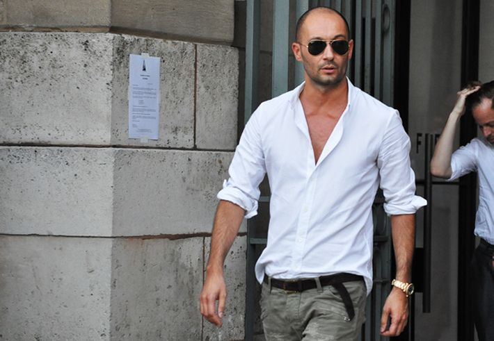 Like the simplicity of this white shirt!