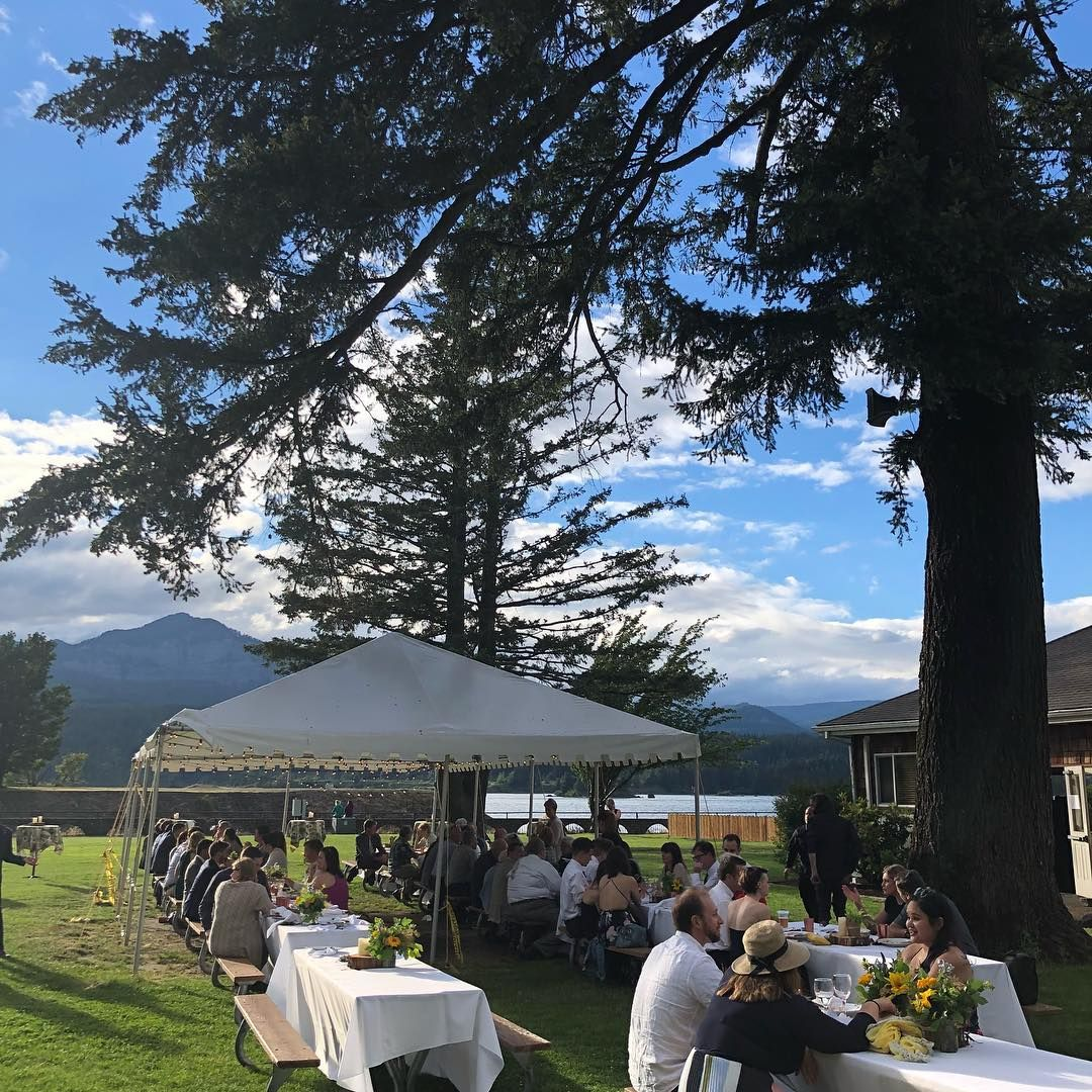 A beautiful evening in the Gorge for Will and Erik's wedding. . . . . . . . #columbiariver #columbiagorge #columbiagorgewedding #weddingplanner #weddingplanning #weddingplannerlife #pnwonderland #upperleftusa #weekendvibes #cascadelocks #twitter