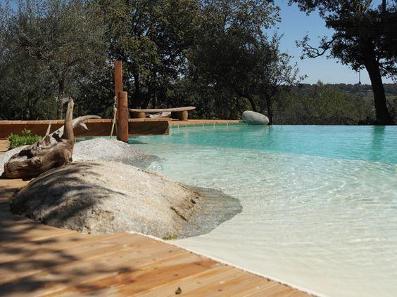 Piscine en béton Marinal, plage avec rochers intégrés et terrasse en