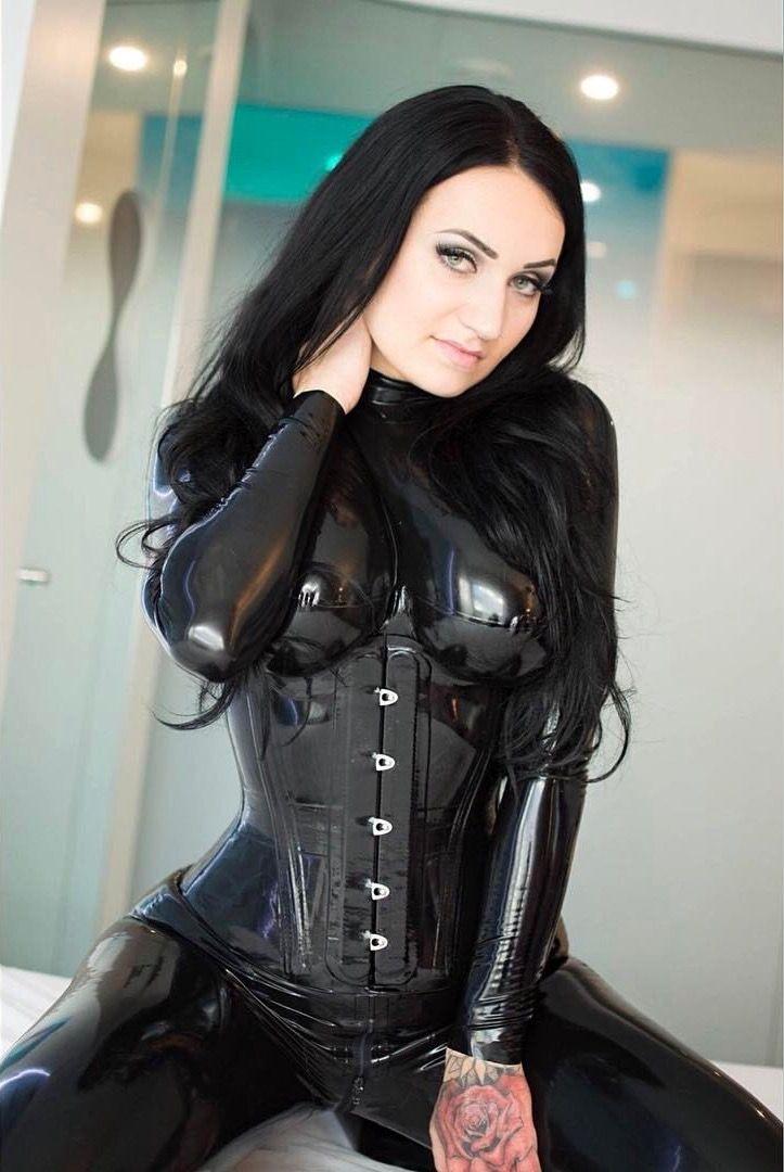 8383b231cce3 Bella Isadora | corset | Corsagen, Latex, Leder