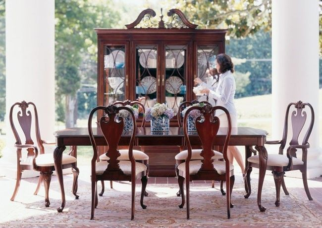 Cherry Solid Wood Queen Anne 8 Piece Dining Room Set With Splat Back Chairs Kincaid