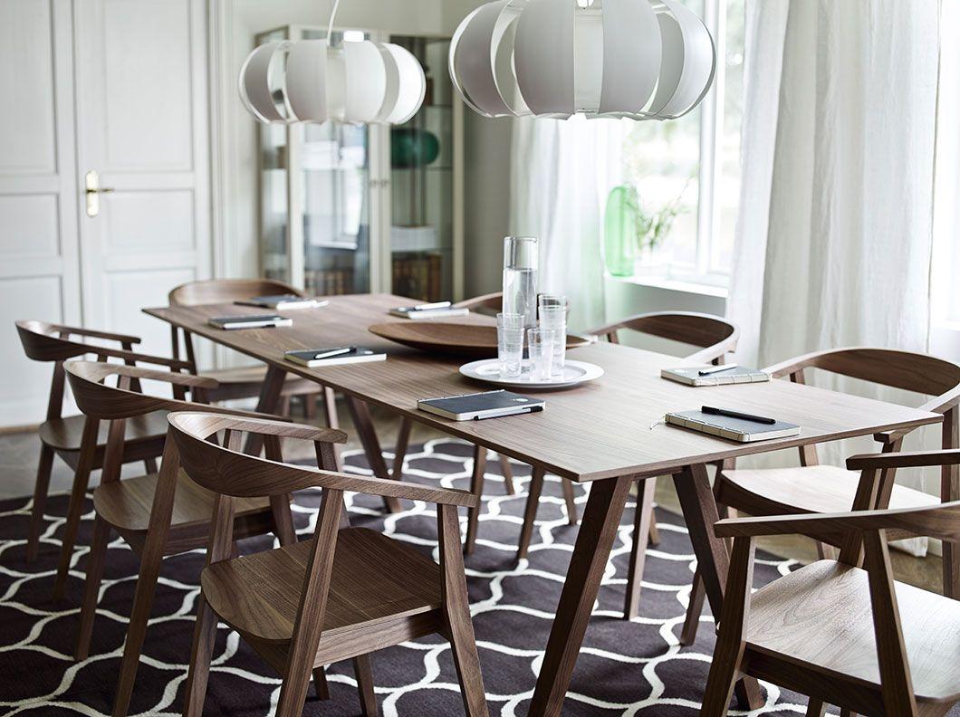 vergaderruimte met lange tafel in walnoten fineer en stoelen met armleuningen cafetaria. Black Bedroom Furniture Sets. Home Design Ideas