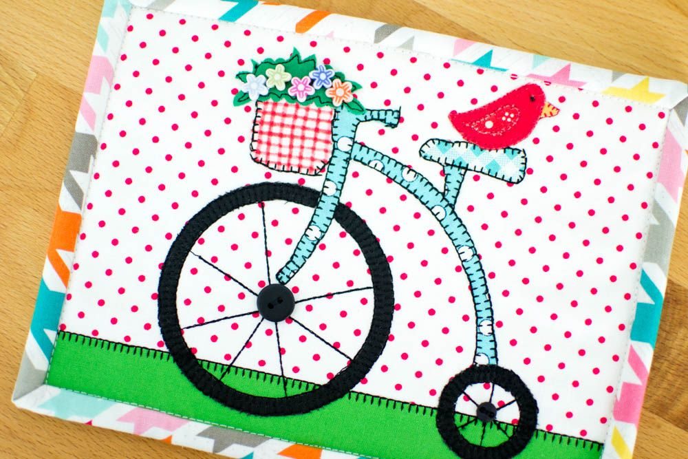 Show Off Saturday... my adorable Free Ride Mug Rug — SewCanShe | Free Daily Sewing Tutorials. Fabric: Riley Blake Houndstooth and Swiss Dot