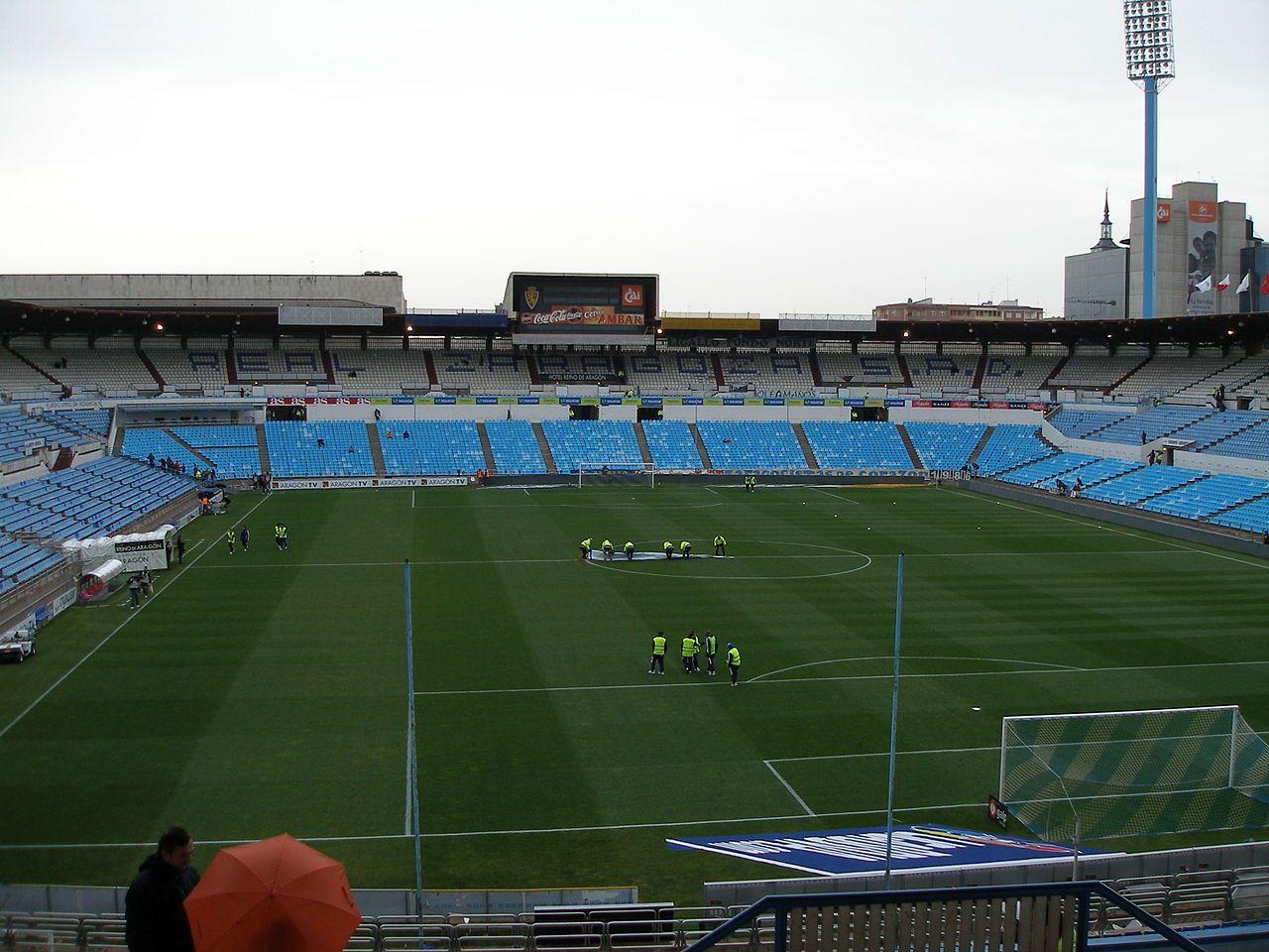 El Estadio de La Romareda está en Zaragoza. Es el estado oficial del equipo de fútbol Real Zaragoza. Fue la localidad de 3 partidos de la Copa Mundial de fútbol en el 1982.