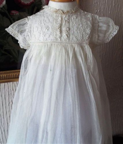 ANTIQUE-BABY-CHRISTENING-GOWN-NET-AND-LACE