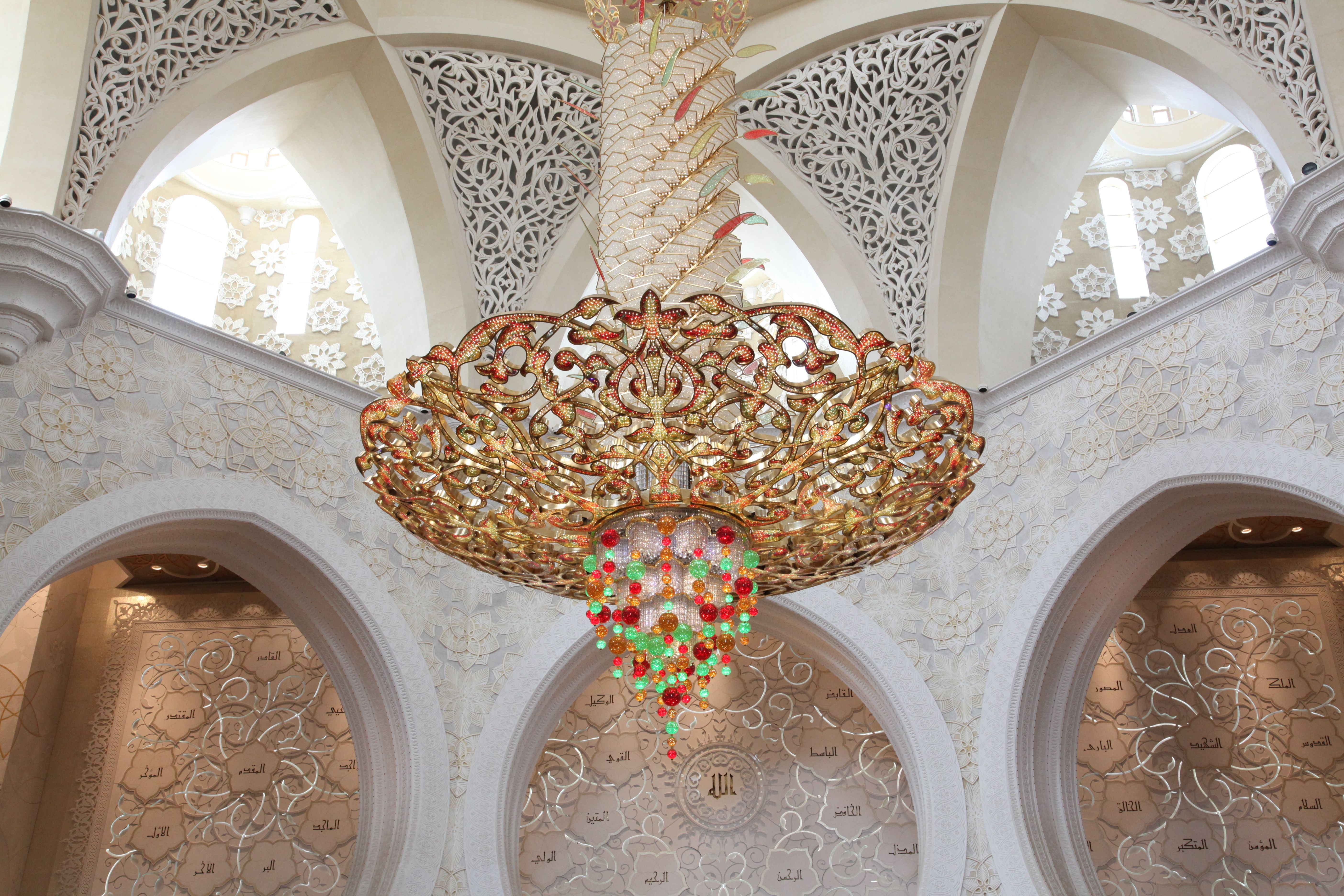 The mosque also has one of the worlds largest chandelier with a the mosque also has one of the worlds largest chandelier with a diameter of arubaitofo Image collections