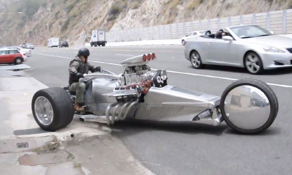 This Hemi Powered Trike Motorcycle Has No Problem Merging