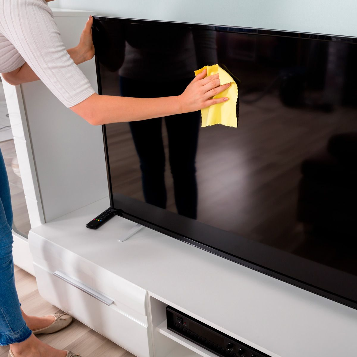 How To Clean A Tv Screen Clean Flat Screen Tv Clean Tv Screen Cleaning Hacks