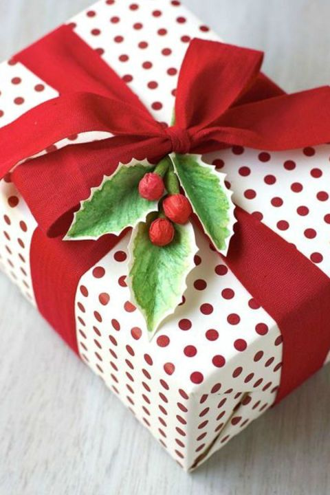 nothing says christmas like a bough of holly take your gift wrapping to the next level by attaching a diy sprig get the tutorial at urban comfort
