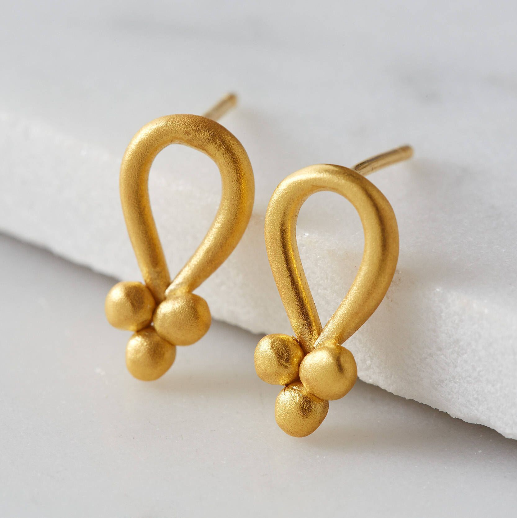 shop delicate bead ear zarte de silver ohrstecker studs y vergoldet schmuckwerk kuegelchen gold earrings plated