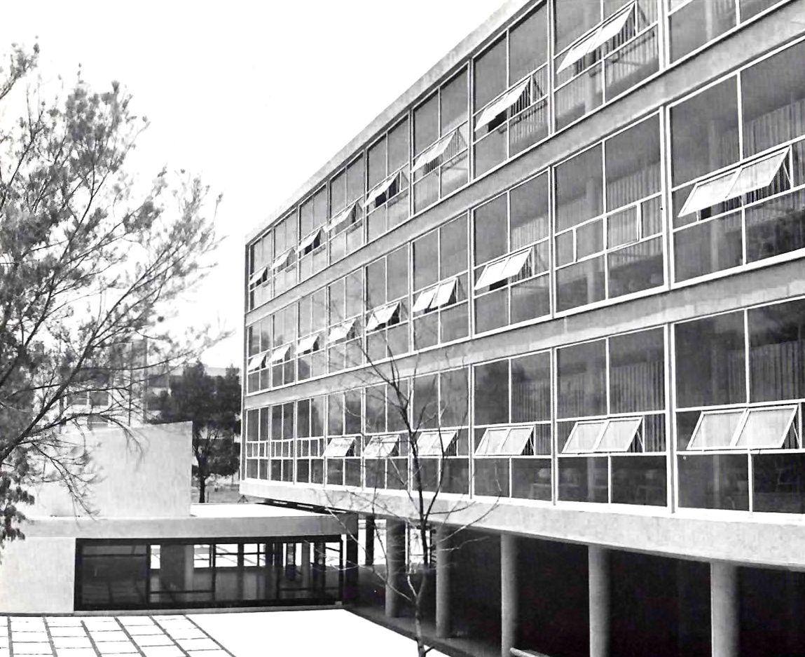 Vista oriente del edificio de aulas escuela superior de for Ingenieria y arquitectura