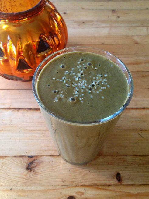 "pumpkin pie ""green monster"" smoothie ~vegan~  A healthy halloween treat for kids!"