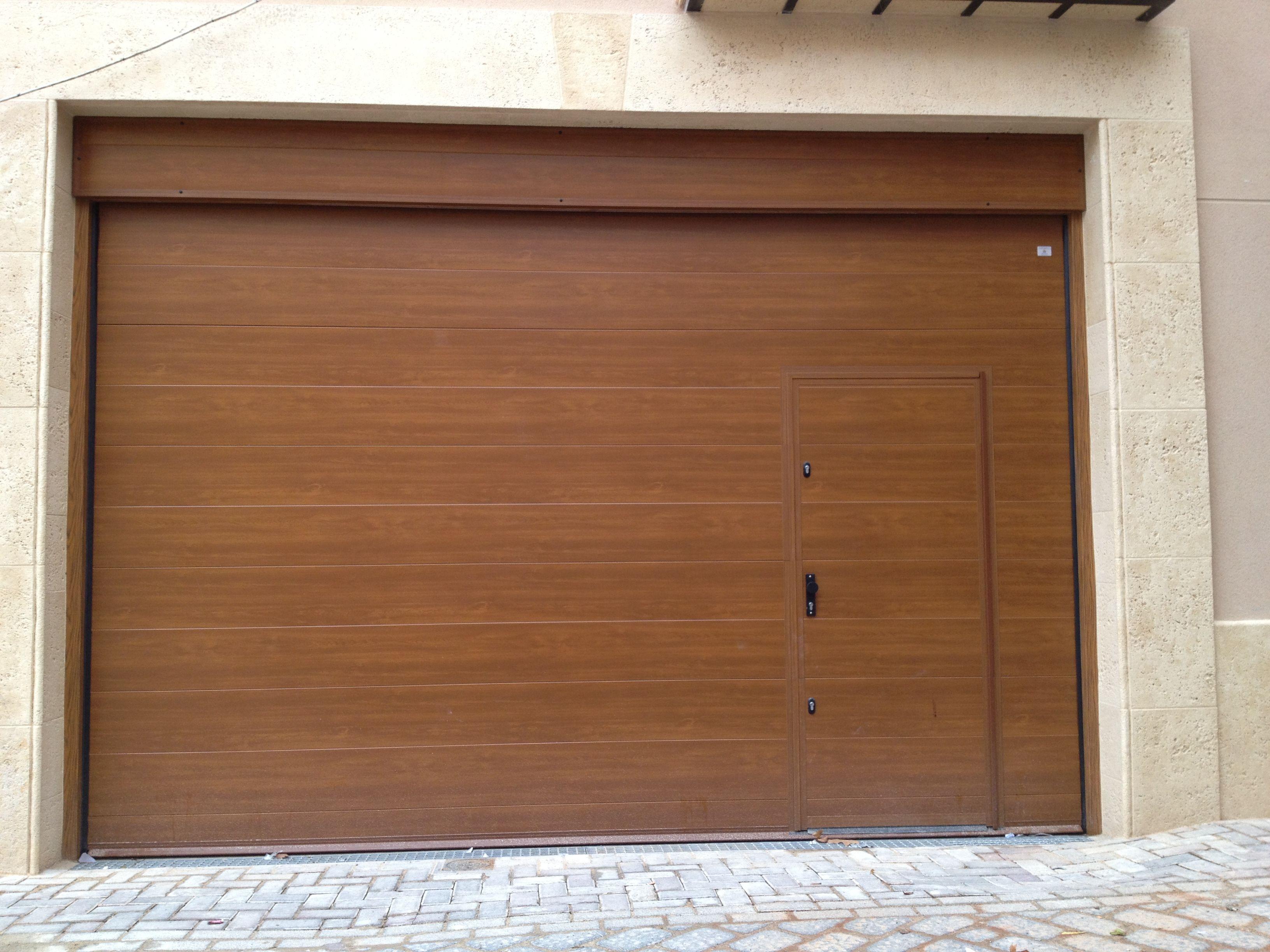 Puerta seccional clara puertas seccionales en valencia - Puertas de garaje murcia ...