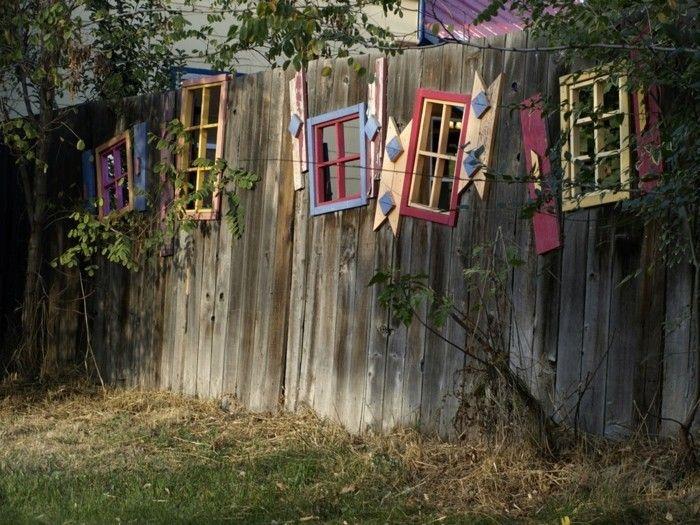 Über 30 Deko Ideen für den Gartenzaun, die Freude bereiten