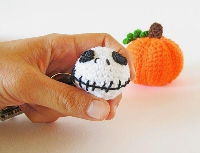 Halloween Amigurumi Crochet Pattern : Halloween amigurumi jack skellington keychain ~ free pattern
