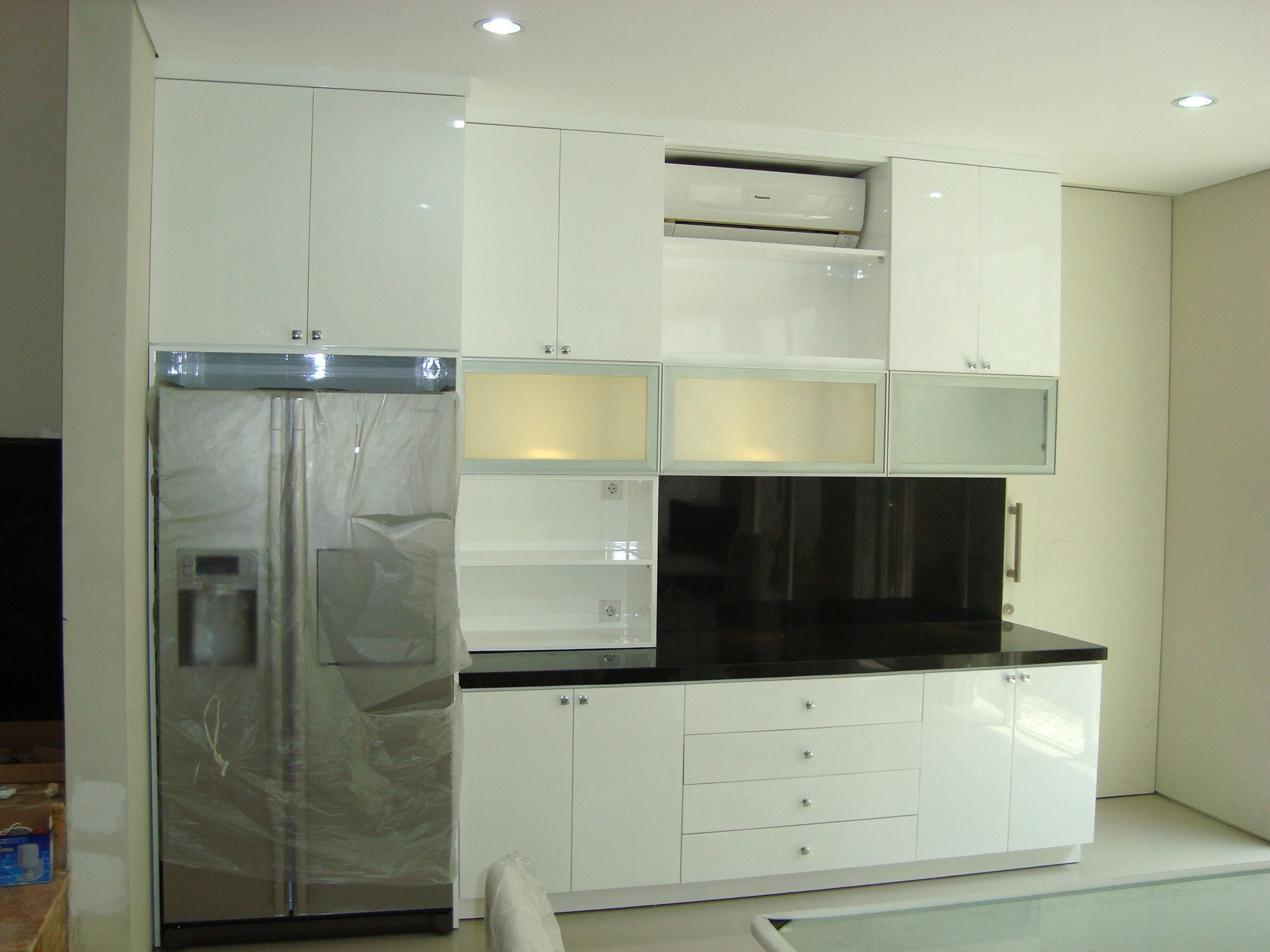 Modern Kitchen Design At Golf Avenue Surabaya By Simple Luxury Interior Indonesia