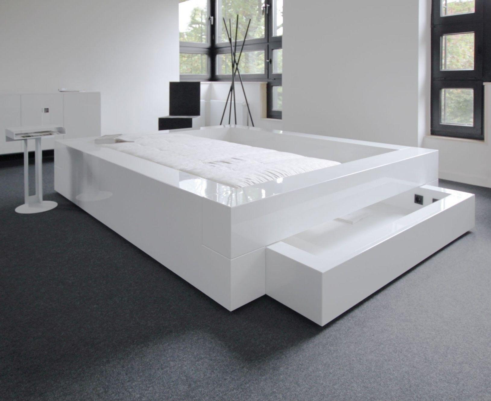 Bett Somnium Mit Bettkasten Von Designer Bett 200x200 In 2020 Designer Bett Bett Mit Bettkasten Eckschrank