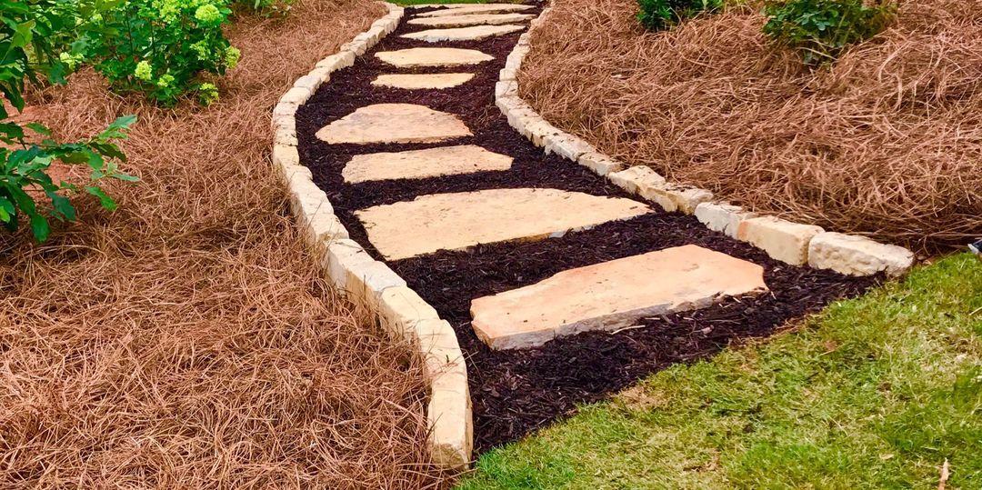 Pinestraw For Garden Paths Mulch Mulch Landscaping Pine Needles