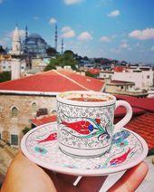 Turkse koffie met een spectaculair uitzicht op Istanbul tag een persoon met wie je w traveldeeper