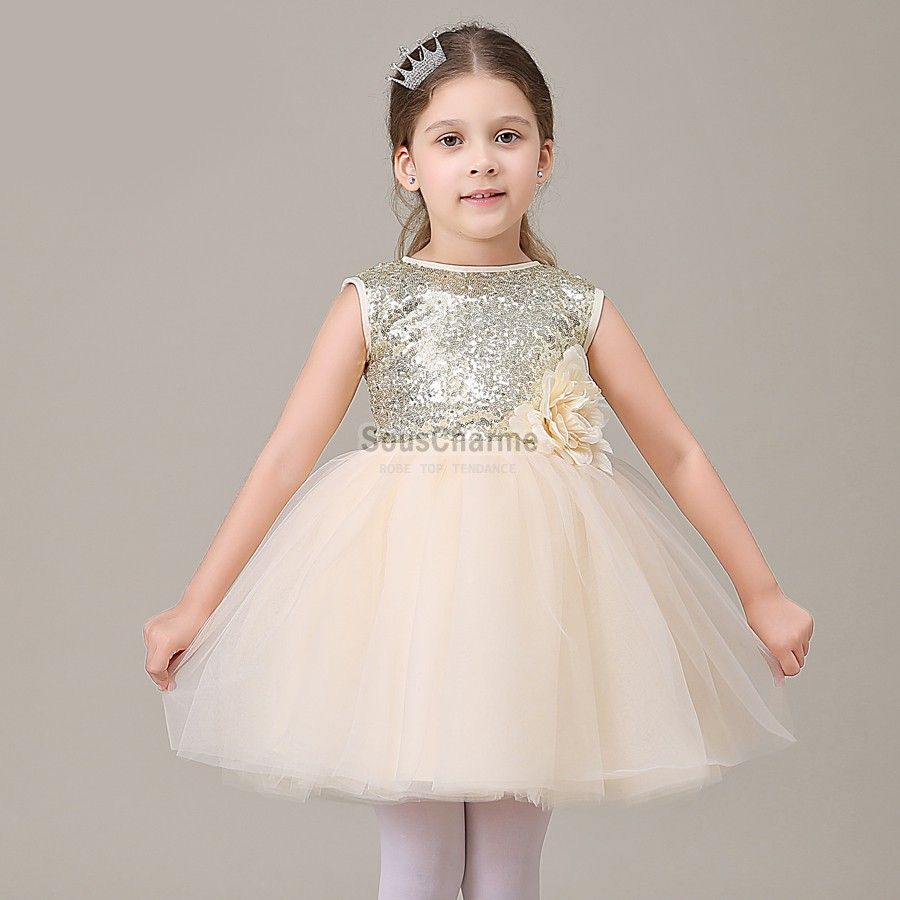 robe de communion enfant fille pas cher en tulle champagne et le haut paillet rehauss de fleur. Black Bedroom Furniture Sets. Home Design Ideas