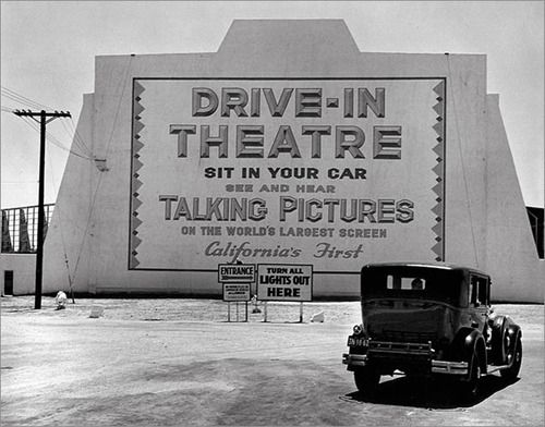 Drive In Theatre 1930s San Val Burbank Ca Was The First Drive In In California Opened In 1938 Drive In Movie Theater Drive In Theater Drive In Movie