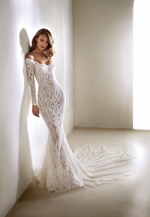 The stunning 2018 Atelier Pronovias bridal collection | Lace bodice ...