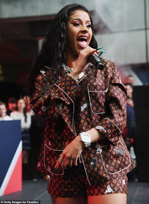 Cardi B Flaunts 6 Pack Abs In Instagram Video Watch Clip: Cardi B Flaunts Curves In Bra And Shorts For Pre-Super